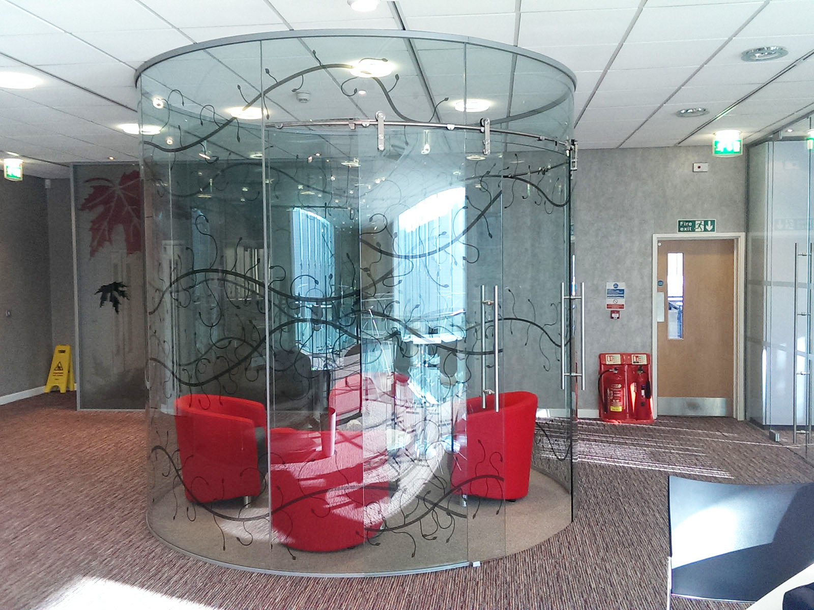 Curved glass frameless office partitioning for Curved glass wall
