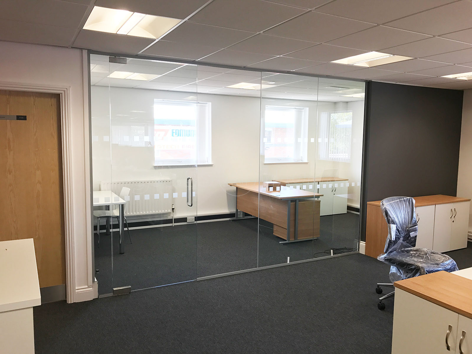 Glass partitioning at billinghurst george partners for Office refit