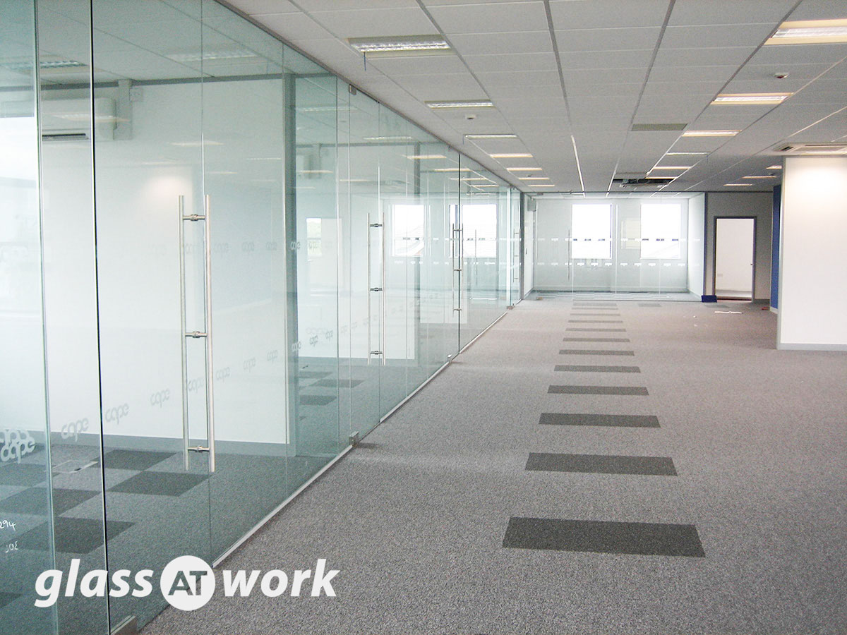 single glazed frameless glass office partitioning fully installed