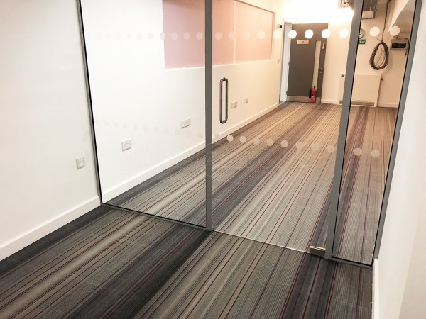 BM Services Inc Ltd (Aldgate, London): Straight Glass Wall For Office