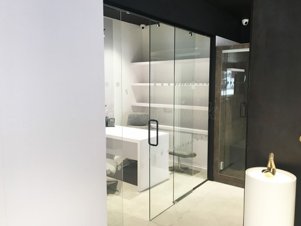 Guildprime Specialist Contracts Ltd (Fulham, London): Frameless Glass Sliding Door With Black Trackwork & Handle
