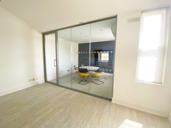 LS Studio London Ltd (Farringdon, London): Double Glazed Glass Office Dividing Screen