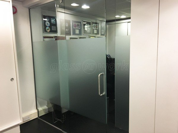 Reservoir / Reverb Music Ltd (Chiswick, London): Small Sliding Glass Door Partition