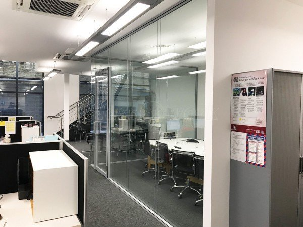 Small Back Room (Southwark, London): Frameless Double Glazed Corner Room With a Double Glazed Door