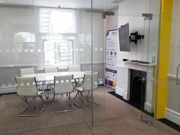 Search Seven (Hove, East Sussex): Stepped Glass Office Wall