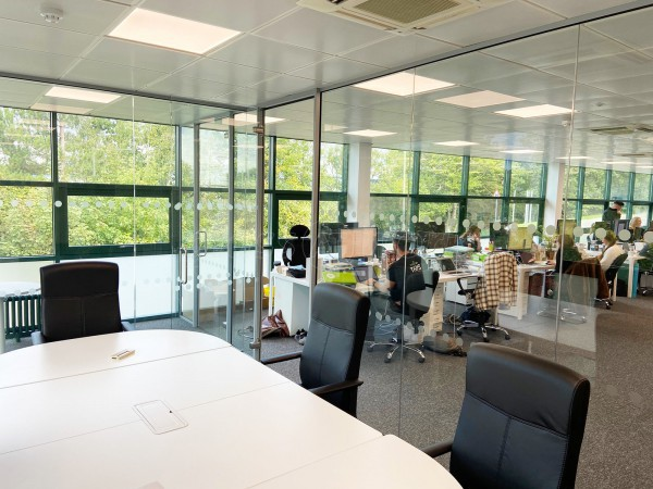 Bakedin (Basingstoke, Hampshire): Two Glass Rooms With Glazed Separating Wall With Soundproofing