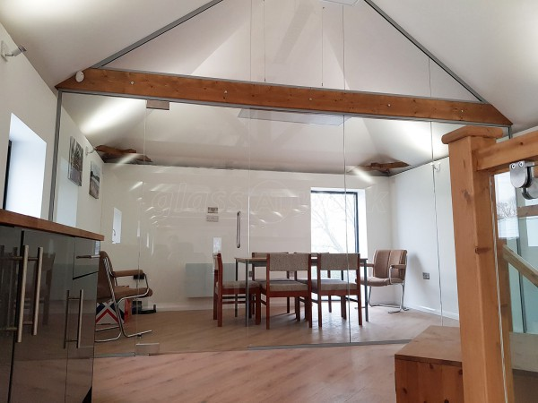 K & MJ Noble (Brough, North Yorkshire): Frameless Glass Wall Partition With Oak Beams