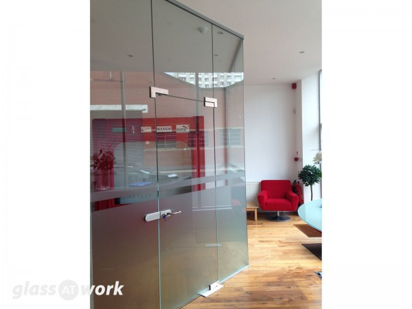 Fashion House Group (Central Glasgow, Scotland): Single Glazed Stepped Partition