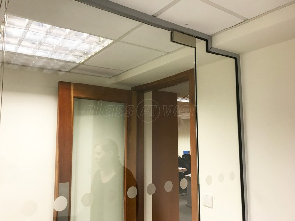 Beachcomber Tours (Guildford, Surrey): Frameless Glass Room Divider With Door