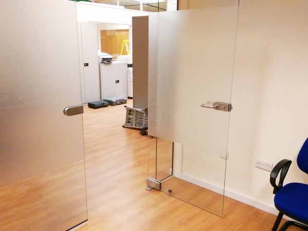 Watersplash Services (Borehamwood, Hertfordshire): Modern Frameless Toughened Safety Glass Partition With Door
