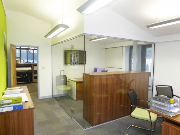 County Construction [Oxon] Ltd (Didcot, Oxfordshire): Glass Corner Office Partition