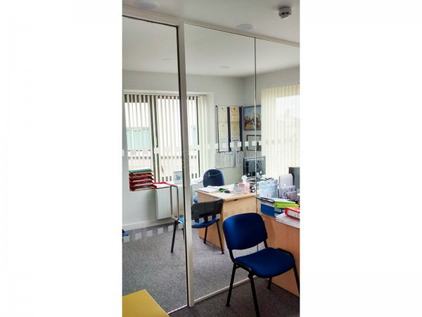 Watchet Town Council (Watchet, Somerset): Small Glass Partition And Glass Door