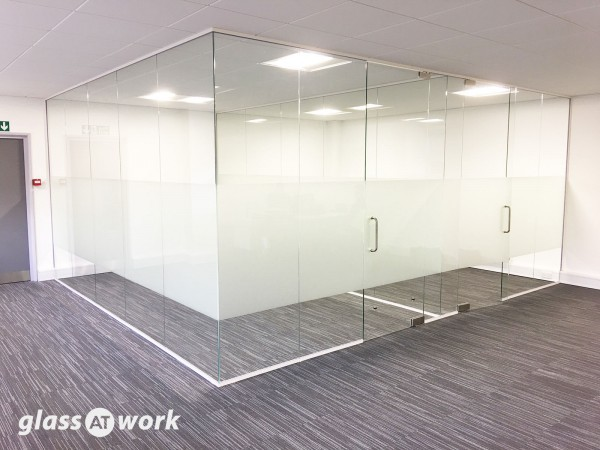 Hatch Interiors Ltd (Harlow, Essex): Glass Corner Offices