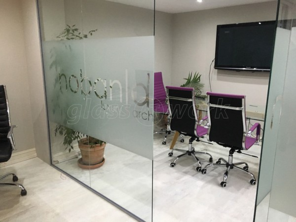Hoban Design (London): Glass Wall With Door