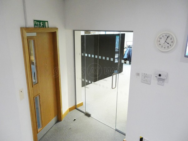 TI Security (Leeds, West Yorkshire): Glass Partition With Glass Door