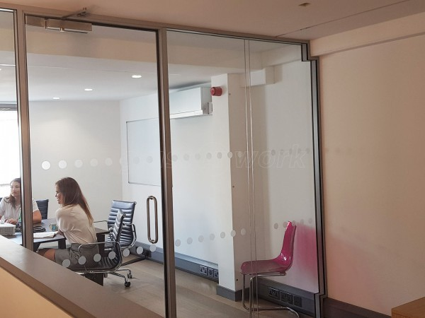 Pryer Construction UK Ltd (Borough, London): Double Glazed Glass Meeting Room