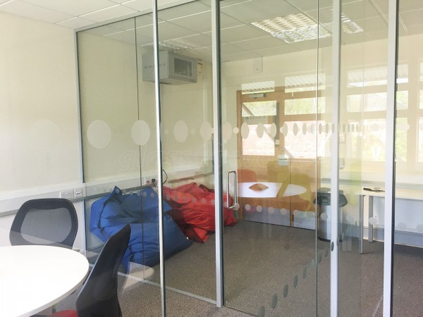 Peak Indicators (Chesterfield, Derbyshire): T-Shaped Twin Glass Office Partition