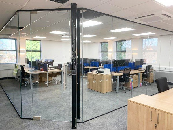 Omnio London (Chester, Cheshire): Toughened Glass Corner Room With Black Frame