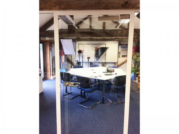 Jellyfish Livewire (Romsey, Hampshire): Single Glazed Partitioning into Oak Beams