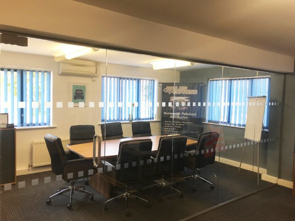 Hallam Express (Sheffield, South Yorkshire): Small Glass Office Wall With Frameless Door