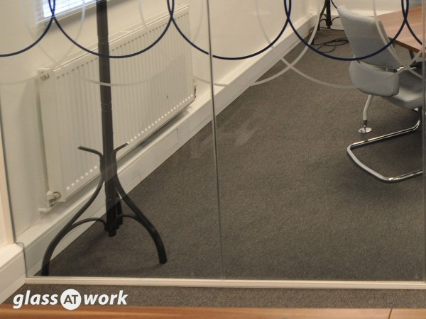 Vilicom (Reading, Berkshire): Glass Office Partition